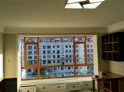 客厅断桥铝门窗